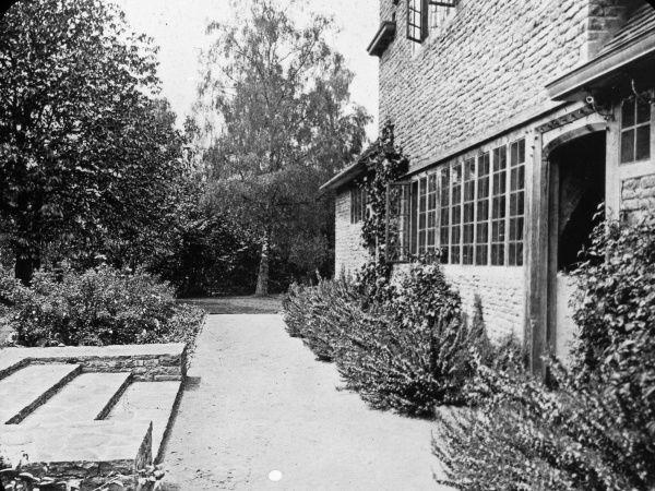 Garden-door-munstead-wood-home-gertrude-jekyll-7243263